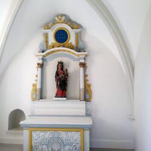 Remise en peinture des murs d'une Église